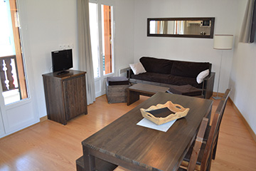 Residence Loudenvielle - Peyragudes - Les Jardins de Balnéa*** - Kitchen and Living Room - 1 bedroom apartment, sleeps 6